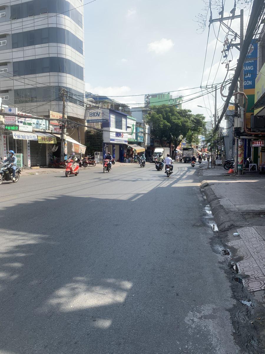 Cho thuê nhà Mặt tiền Lê Quang Định 4.5 x 20, 7 tầng, có thang máy, hầm cách quận 1 chỉ 5 phút  90tr