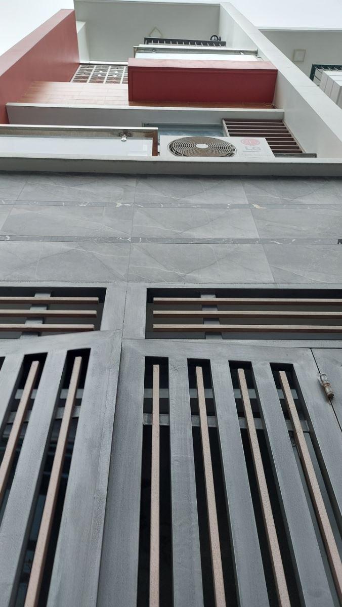 Nhà hẻm 730 gần ngã tư Lạc Long Quân- Âu Cơ, nhà đẹp, 3 tầng, nội thất cao cấp giá 6.8 tỷ